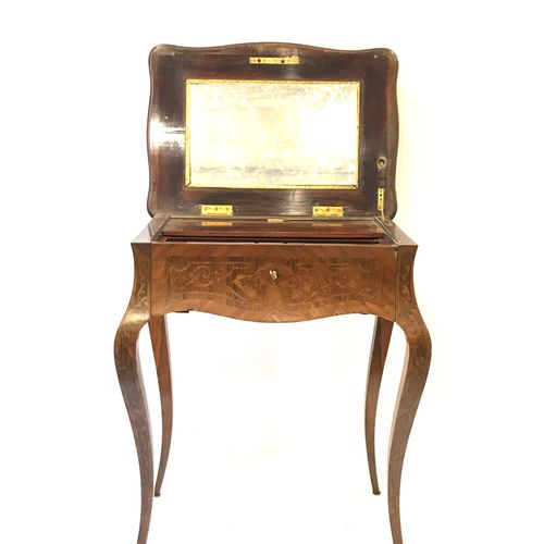 A Louis XV style marquetry and brass fillet workstation. Height : 72 cm. Width :…