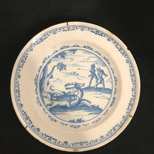 Earthenware plate in the 18th century taste, the basin decorated with a hunting …