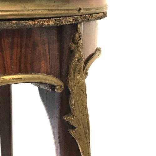 (7) Louis XV style tripod pedestal. Height : 77,2 cm. Diameter : 41 cm.