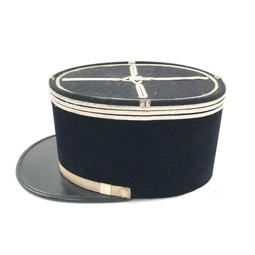 Képi de capitaine de gendarmerie, visière en vinyle, turban et calot en velours …