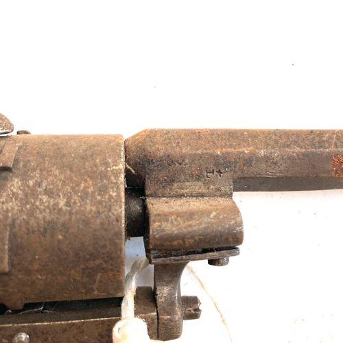 Revolver à broche système LEFAUCHEUX, calibre 7 mm, canon octogonal, barillet à …