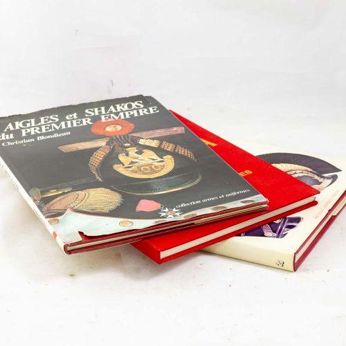 Ensemble de trois livres sur les coiffures et cuivreries comprenant : Equipement…