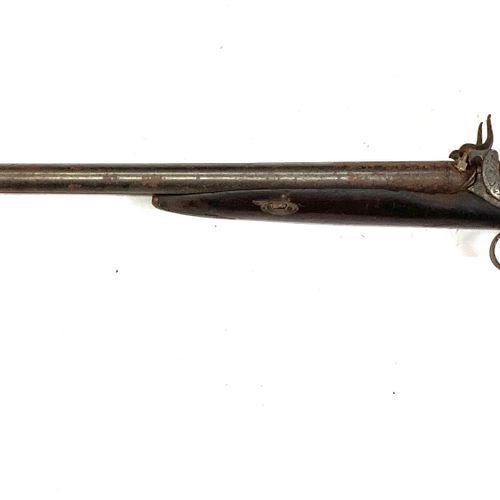Fusil de chasse à percussion, canons en table de 71 cm, garnitures fer, crosse s…