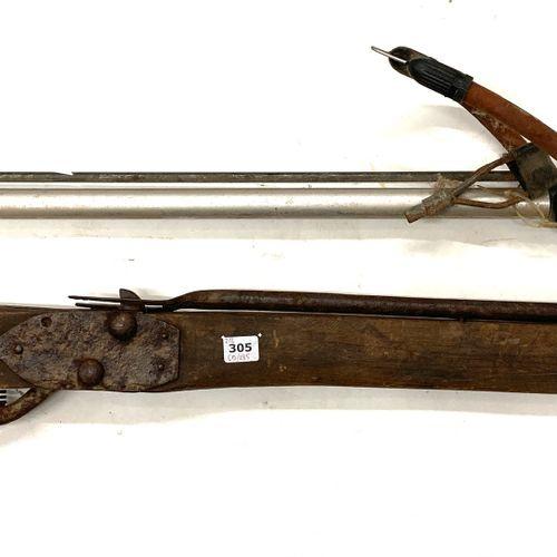 Fusil harpon « Safari » made in France, LT 98 cm, on y joint un arbrier d'arbalè…