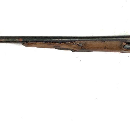 Fusil de chasse à silex transformé percussion, canons en table de 88 cm, garnitu…