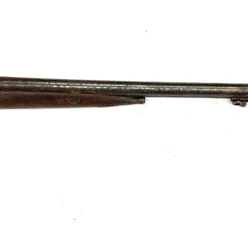 Fusil de chasse à percussion, canons en table de 81 cm, garnitures fer, crosse s…
