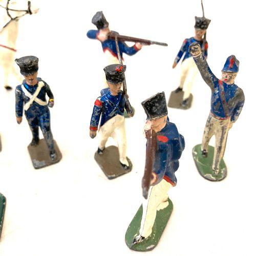 Soldats de plomb ou métal, polychromes : l'Empereur à cheval, grognards au défil…