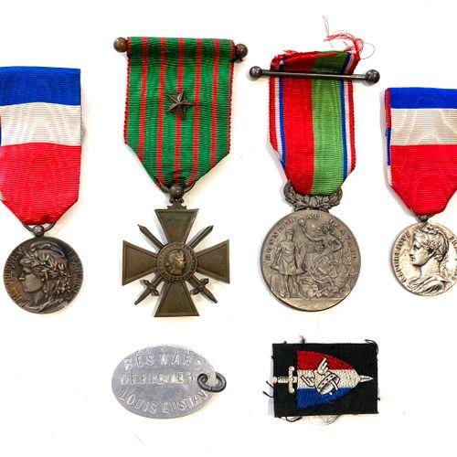Deux légions d'honneur et suite de cinq médailles militaires pour expertise.