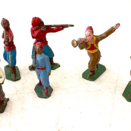 Soldats de plomb ou métal, polychromes : tirailleurs et zouaves, fantassins, tro…