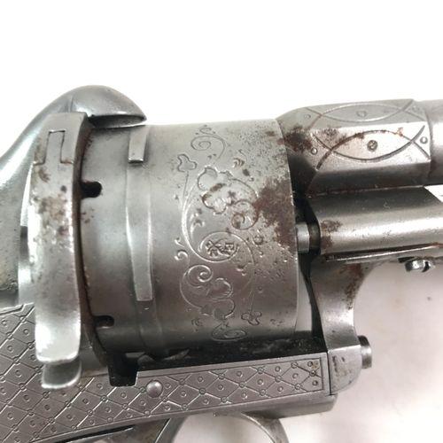 Revolver, système LEFAUCHEUX, à baïonnette escamotable. Longueur hors baïonette …
