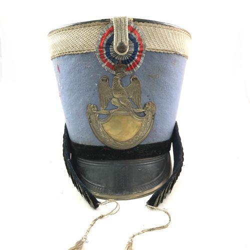 Shako de hussard Ier Empire, visière en cuir ourlée de laiton, jugulaires à form…