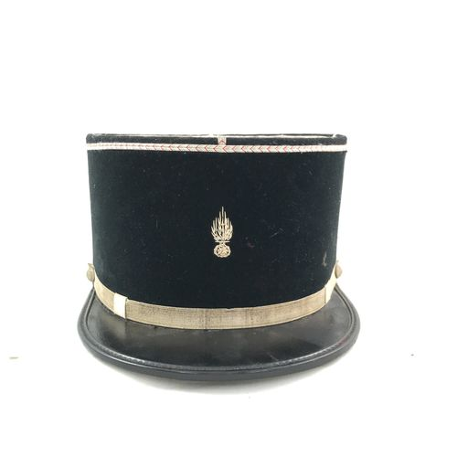 Képi de sous officier de gendarmerie, visière en vinyle, turban et calot en tiss…