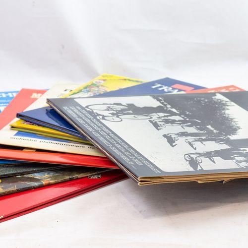 Ensemble de dix disques vinyle.