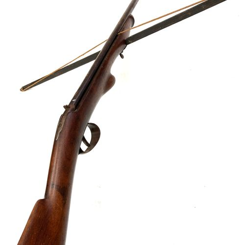 Fusil arbalète pour la pèche, arc de 76 cm, LT 96 cm, fin XIXème début Xxème.