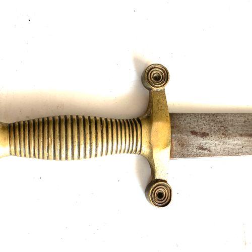 Glaive « de cantinière » modèle 1855, poignée laiton à 26 torons, lame biface de…