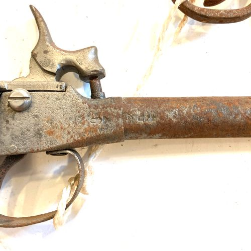 Pistolet à percussion, modèle à coffre, LT 21 cm, on y joint un pistolet mono co…