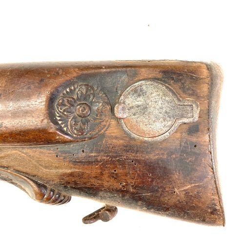Fusil de chasse à percussion, platines absentes, canons en table de 89 cm, garni…