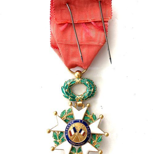 Ordres et décorations : Légion d'honneur, étoile d'officier 38 mm, émaillée, rub…