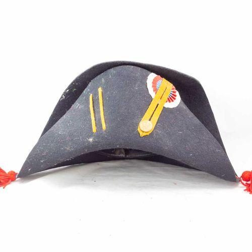 Bicorne garde impériale, en feutre noir avec pompons rouges aux extrémités, ganc…