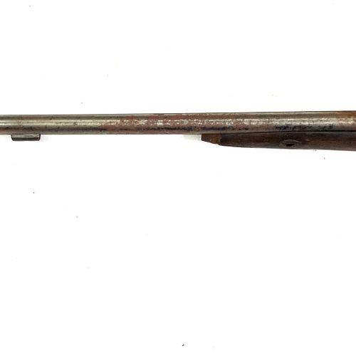 Fusil de chasse à percussion, canons en table de 82, cm, crosse sculptée à la tê…