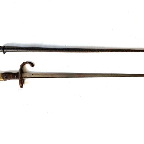 Baïonnette GRAS modèle 1874, lame en T de 52,2 cm, poinçonnée et marquée sur le …