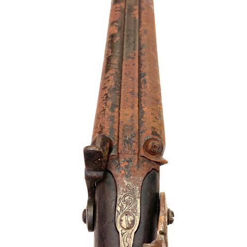 Fusil de chasse à percussion, canons en table de 86 cm, garnitures fer, crosse a…
