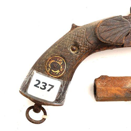Pistolet à broche à canon double rayé, détente escamotable, mécanisme à réviser,…