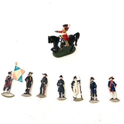 Soldats de plomb plats type CBG:, grognard, officier, porte drapeau, etc…, on y …