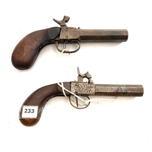 Deux pistolets à coffre, canons Damas octogonaux, usures, oxydation, manques, LT…