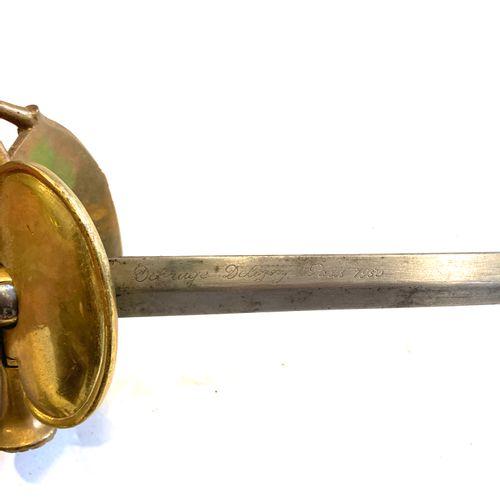 Épée d'officier de marine, monture laiton ciselé et doré, branche de garde décor…