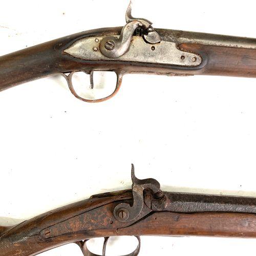 Fusil de chasse mono canon, platine à silex transformée percussion, canon de 66 …