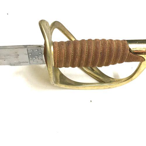 Sabre de cavalerie 1822. Garde en laiton à trois branches, fusée recouverte de c…