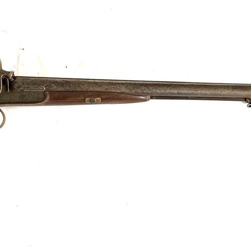 Fusil de chasse à percussion, canons en table Damas de 78 cm, platines gravées d…