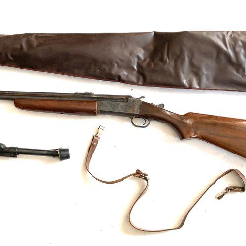 Fusil mono canon, canon octogonal de 92 cm, platine à percussion, monture bois à…