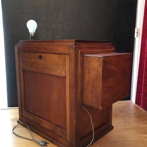 PROJECTOR 9.5 mm with coin operated. In its glass and wood case: height, 48 cm; …