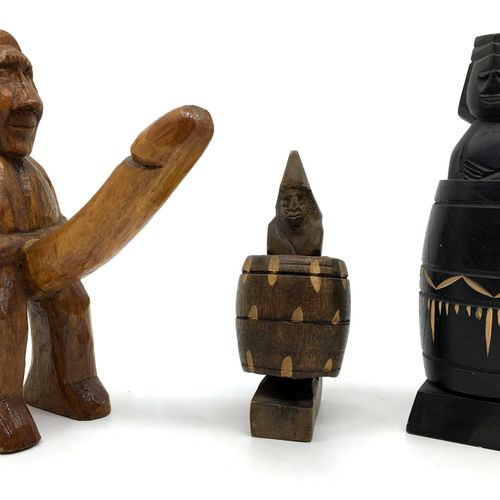 ITHYPHALLIC CHARACTERISTICS. 3 wooden sculptures, 2 of which are system.