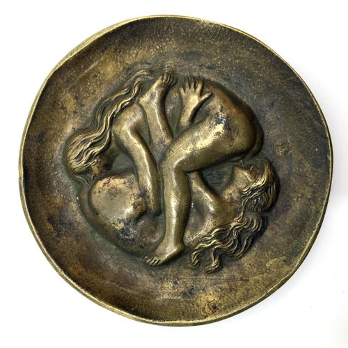2 OBJECTS. Les Deux amies, bronze ashtray, diameter 12 cm, xxe century. Joint : …