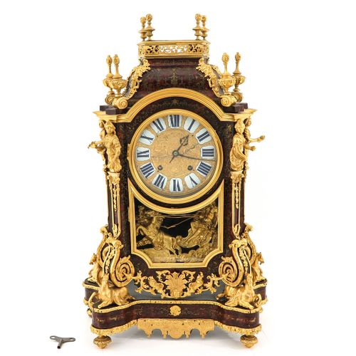 Mantel clock Louis XIV, with very detailed fire gilded sculptures in bronze of h…