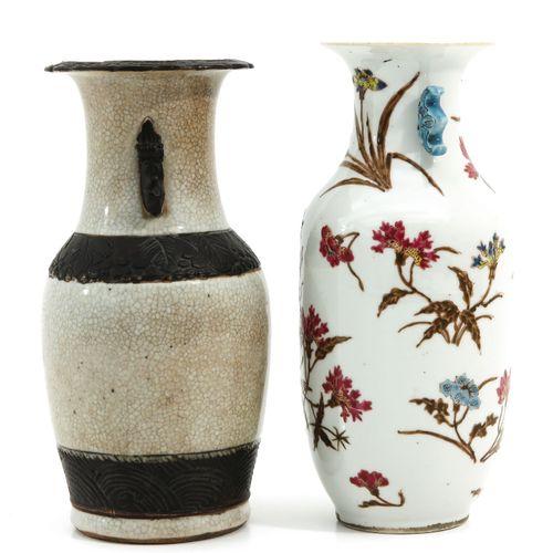 A Famille Rose and Nanking Vase Le vase le plus haut fait 24 cm, trou dans le fo…