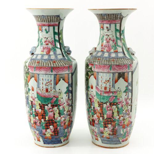 2 Famille Rose Vases Décor de 100 enfants, hauteur 59 cm.