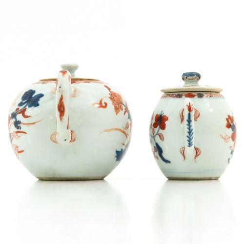 An Imari Teapot and Mustard Pot En rouge fer, accents bleus et dorés, 18e siècle…