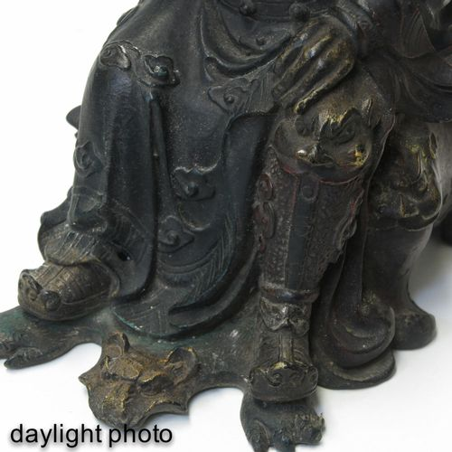 A Bronze Sculpture Représentation d'un philosophe assis sur une chaise, 22 cm. D…