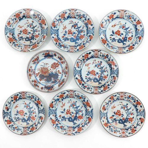 A Collection of 8 Imari Decor Plates Représentant une scène de jardin dans un dé…