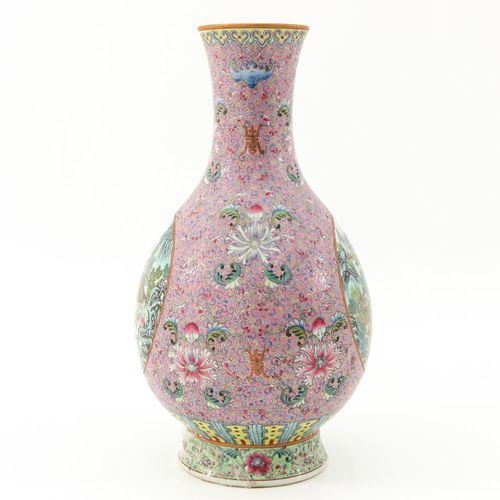 A famille rose vase Décor paysager, hauteur 36 cm., restauré.