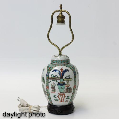 A Famille Verte Lamp Décoré d'antiquités chinoises, le pot de gingembre mesure 2…