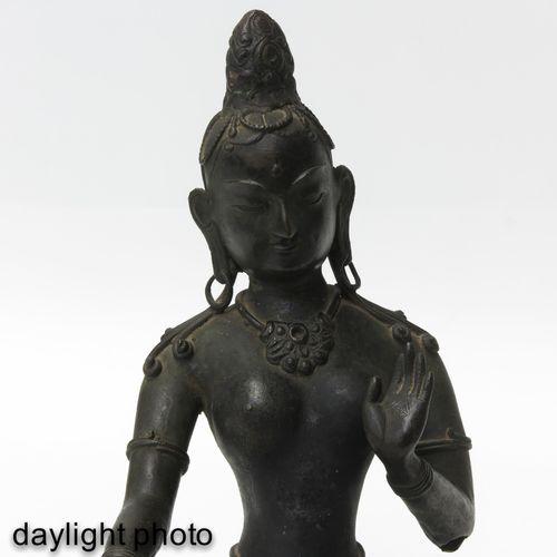 A Bronze Buddha Sculpture 18ème 19ème siècle, 41 cm. De haut.