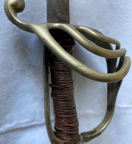 1 Sabre de cavalerie type Châtellerault 1890 lame abimée état très moyen
