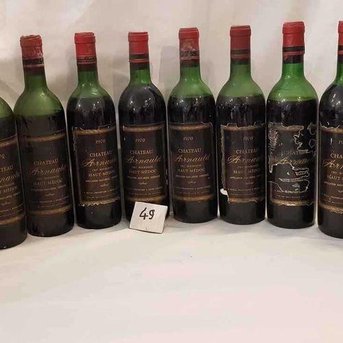 12 bouteilles château ARNAUD 1970 HAUT MEDOC,6 étiquettes abimées, 5 haut épaule…