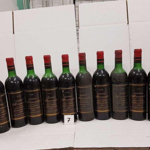 12 bouteilles château ARNAULD 1970 Haut Médoc 7 haut épaule, 1 bas goulot. 4 mi …