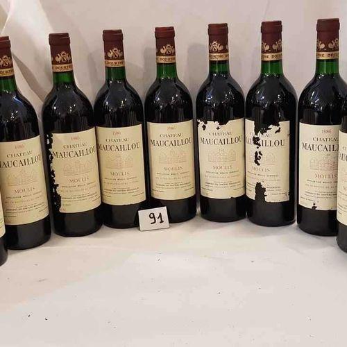 12 bouteilles château MAUCAILLOU 1986 MOULIS 11 étiquettes abimées. 6 bas goulot…